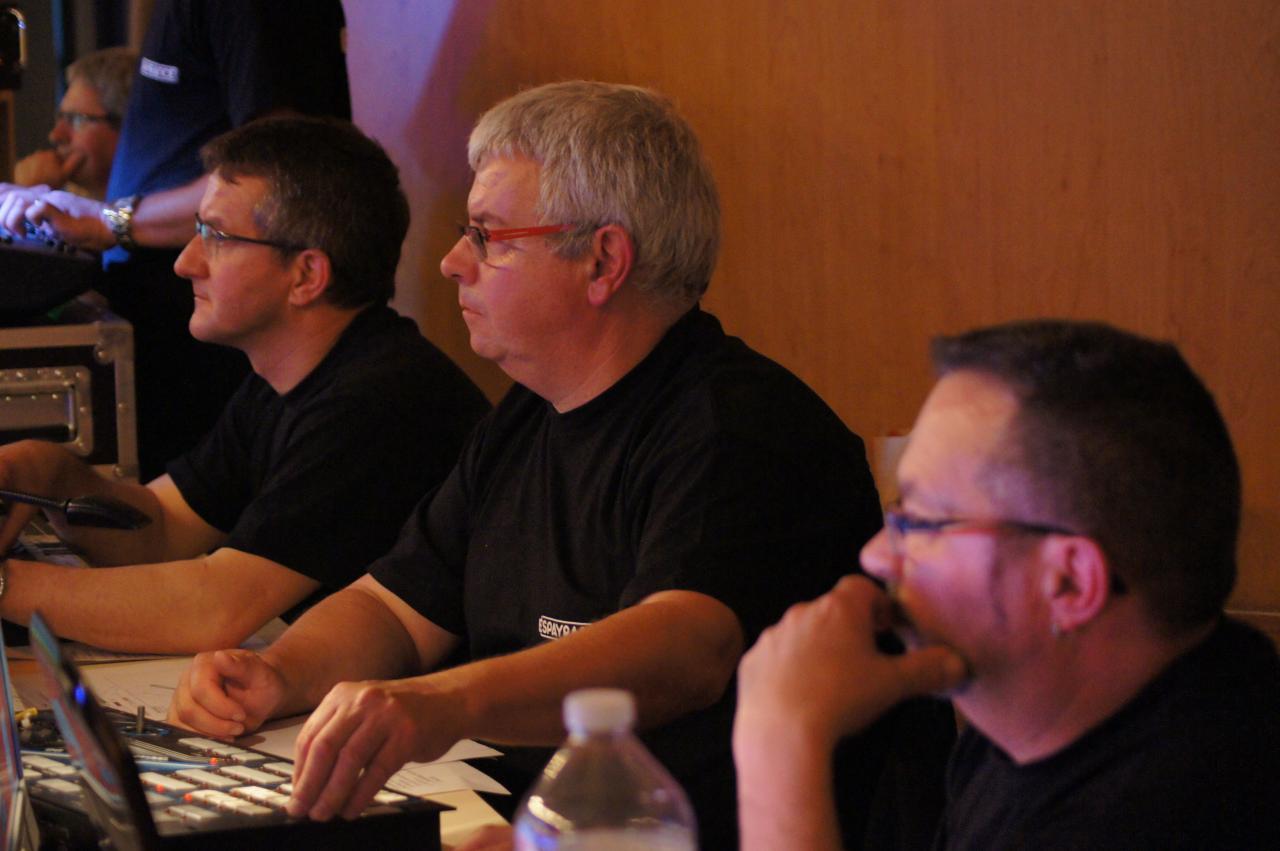 Nos techniciens en pleine concentration