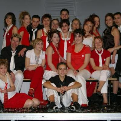Les chanteurs et danseuses